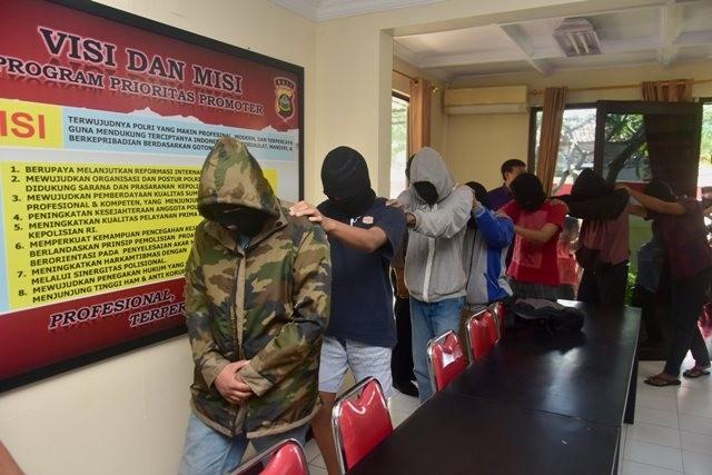 REMAJA NAKAL: Sembilan remaja ditangkap Polsek Kuta Selatan karena mencuri uang sesari di Pura Telaga, Jimbaran.
