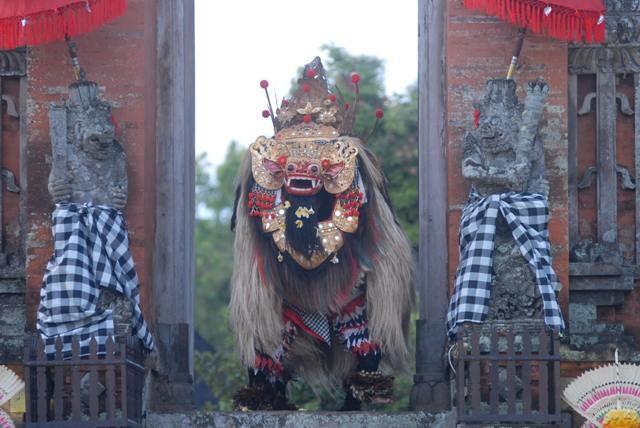 RITUAL: Pasupati palawatan seperti Barong dan benda sakral lainnya, harus melewati ritual khusus, dan biasanya diuji lewat pementasan.