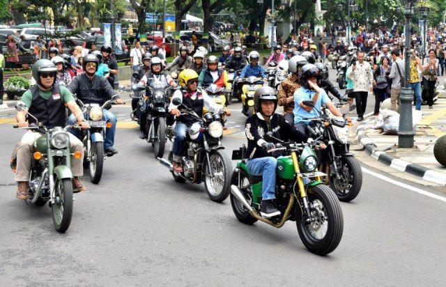 Hadiri Deklarasi Jabar Kondusif di Bandung, Jokowi Naik Motor Custom