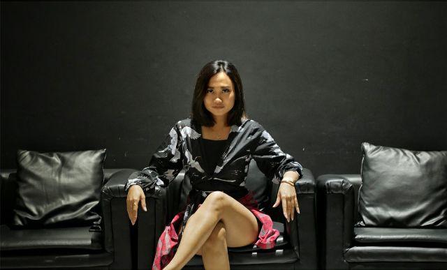 DJ Suzanne; Pendidikan Tetap Utama, Nge-DJ tetap Jalan