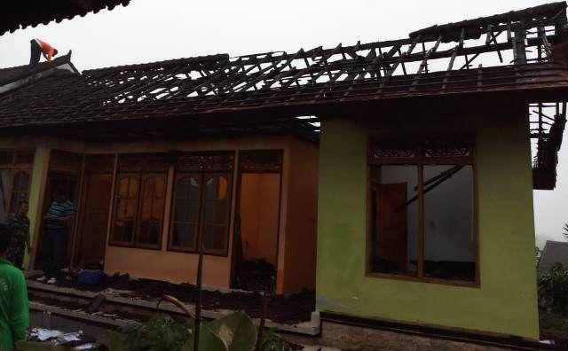 Korsleting Listrik, Rumah Terbakar di Tabanan