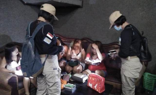 Razia Kafe di Singaraja, Polisi Temukan Pekerja di Bawah Umur