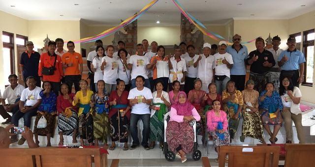 Rayakan HUT ke-25, Orari Lokal Denpasar Kunjungi Panti Jompo