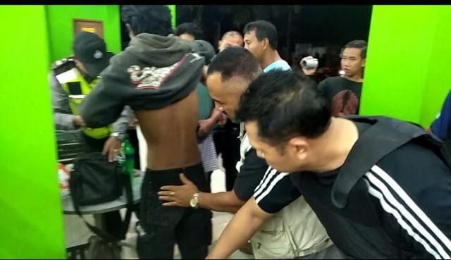 Diduga Habis Tenggak Pil Koplo, Seorang Buruh Bangunan Diangkut Polisi