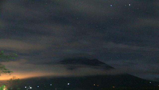 Gunung Agung Erupsi 4 Menit di Malam Hari, Warga Dengar Suara Gemuruh