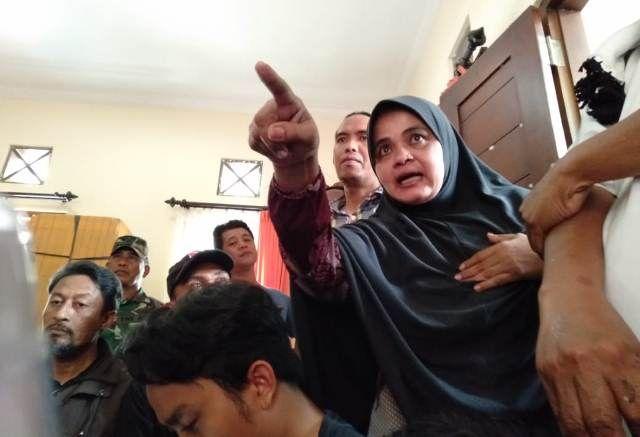 Warga Kampung Jawa Geruduk Kantor Desa, Tagih Janji Pemecatan Kadus