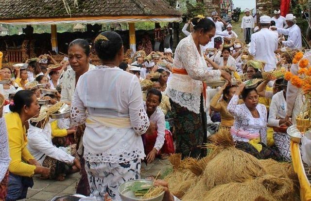 Ini Makna dan Tujuan Tradisi Sarin Taun di Pura Ulunsuwi Candikuning