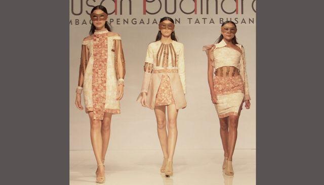 Fashion Show Warnai Charity 'Linens For Life'