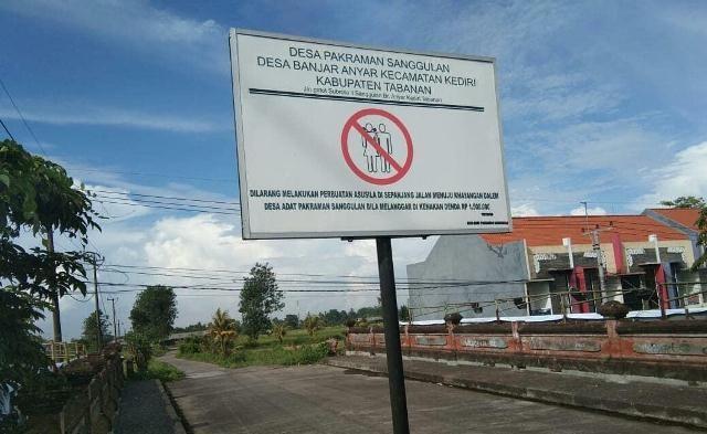 Pacaran di Jalur ke Pura Dalem Sanggulan, Didenda 1,5 Juta