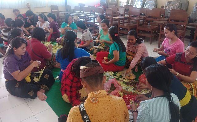 UKM Upakara STAHN Mpu Kuturan Jual Banten Saraswati hingga 1.300 Tamas
