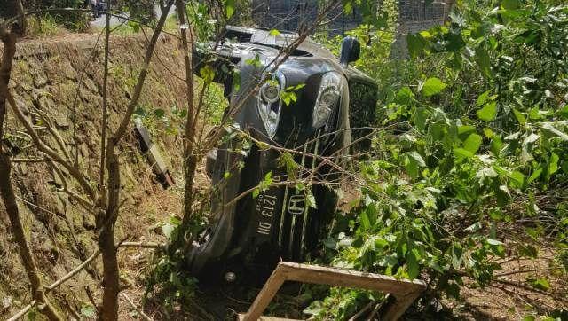 Sopir Ngantuk, Honda CRV Terjun Bebas ke Tegalan