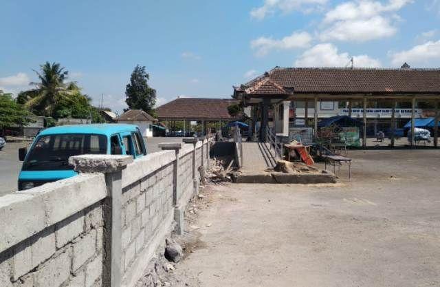 Beda Pemilik,  Terminal dan Pasar Batubulan Dibatasi Tembok