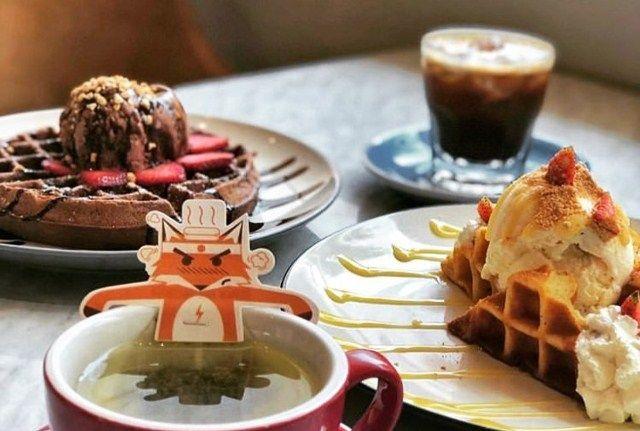 Mencicipi Renyahnya  Waffle di  Brownfox Waffle & Coffee