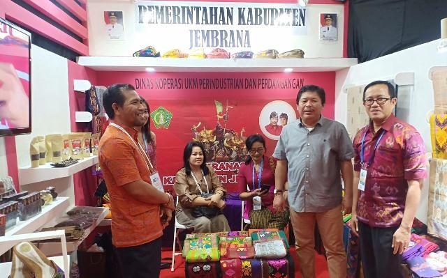 Tampil di APKASI Expo, Artha Berharap UKM Jembrana Bangun Jaringan