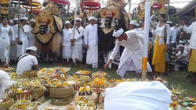Setiap Piodalan di Pura Murwa Bhumi selalu Disertai Hujan