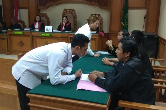 Terdakwa Kasus Penyiraman Air Panas Disidang