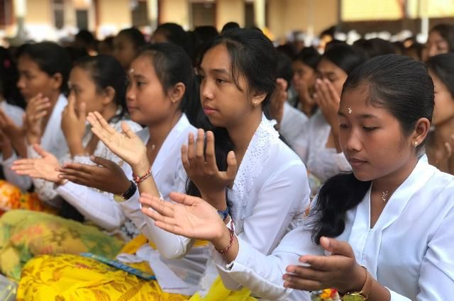 Ratusan Mahasiswa Baru STAHN Ikuti Upanayana