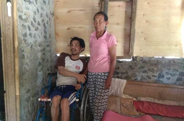 Lumpuh Akibat Kesetrum Listrik, Yarsa Berobat ke Balian