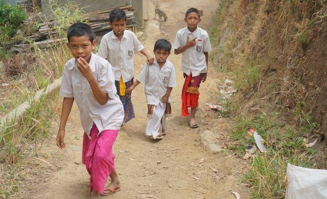 Jalan Kaki 5 Km, Murid Bangun Subuh, Guru Menginap di Sekolah