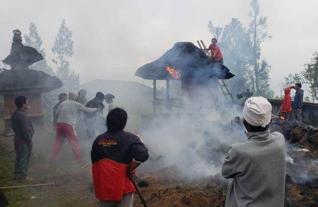 Pura Puseh Bantang Terbakar, Diduga Akibat Api Dupa