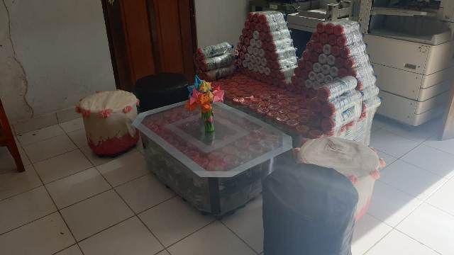 KREATIF, Siswa SMKN 1 Mas Sulap Limbah Plastik Jadi Sofa