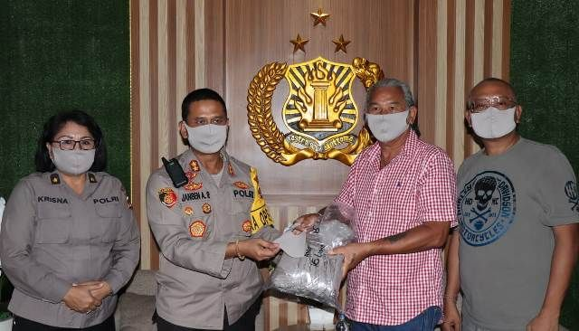 Barong Bali Club Otomotif Serahkan Bantuan Masker ke Polresta Denpasar