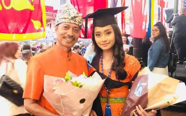Putri Zainal Tayeb Jual Mobil Kesayangan untuk Bagi-bagi Sembako