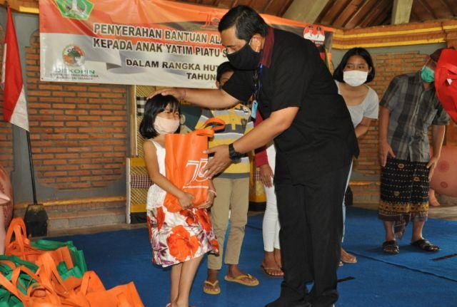 Wabup Sanjaya Serahkan Bantuan Sosial di SOS Bantas