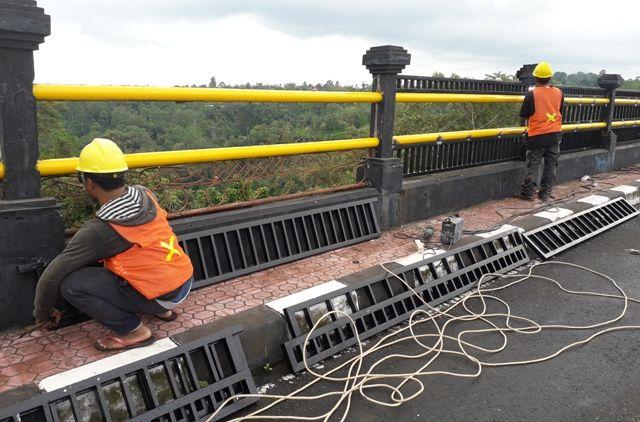 Pembatas Jembatan Tukad Bangkung Diganti