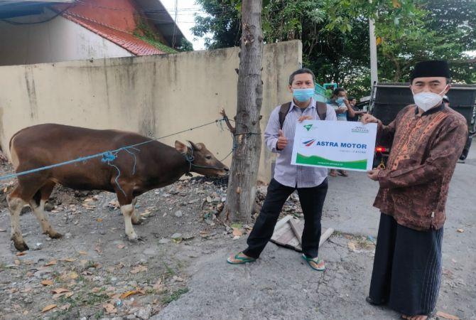 Astra Motor Bali Serahkan Hewan Kurban Kepada Yayasan