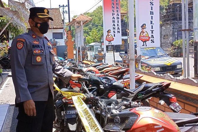 Kelabui Petugas, Puluhan Motor Bodong Ditutup dengan Kasur