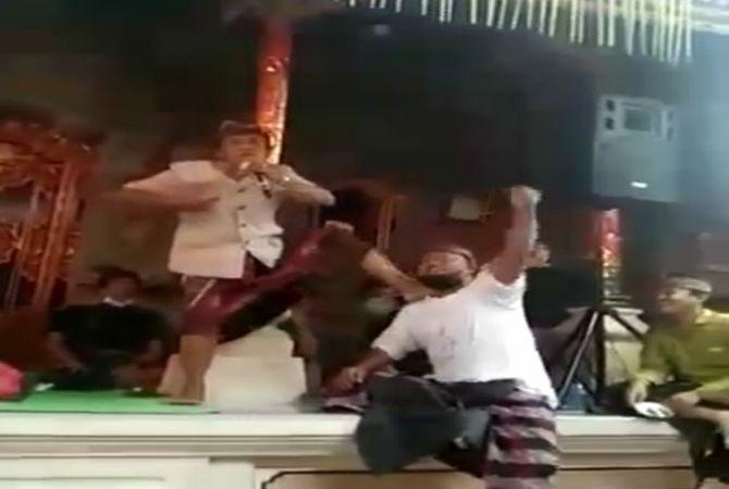 Viral! Video Oknum Perbekel di Ubud Asik Karaokean Abaikan Prokes