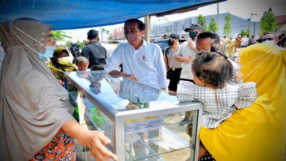 Presiden Penasaran, Datangi Pedagang Bentangkan Spanduk di Sorong