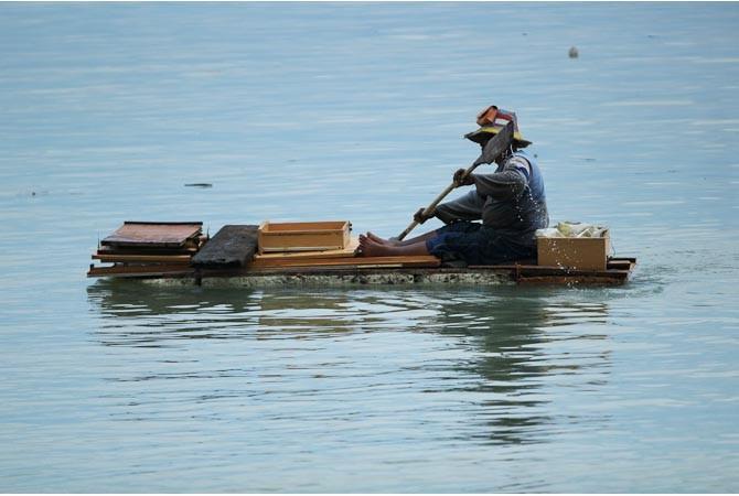 Kais Sampah Laut Gunakan Rakit Styrofoam