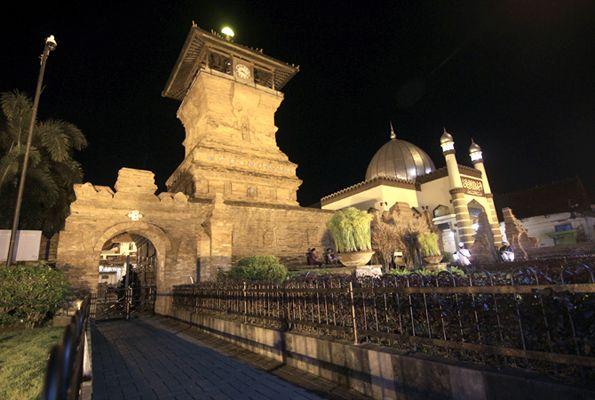 Wisata Kembali Melompong