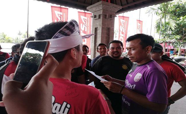 Bali United, Persebaya surabaya, Kisruh Tiket, Coach Widodo, Bajul Ijo, Tridatu, Bonek, Laga I 2018, Stadion  Wayan Dipta,