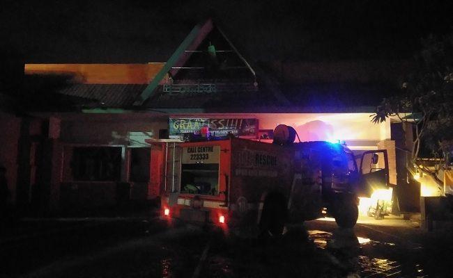Tabung elpiji meledak, restoran Lombok Idjo, 8 karyawan luka, Dinas Damkar Denpasar, Tabung bocor,