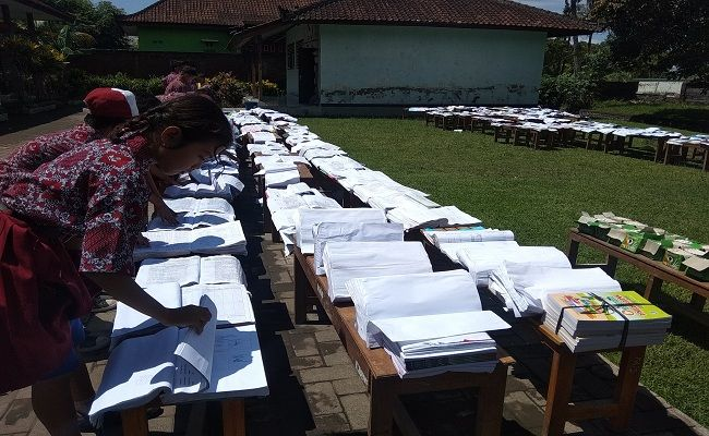 SDN Loloan Timur, Pemkab Jembrana, Disdikpora Jembrana, Ratusan Buku Terendam, Sekolah terendam Banjir, banjir Selutut,