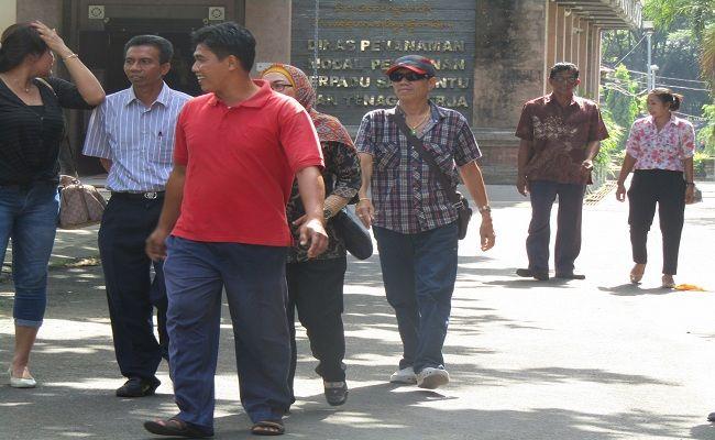 Perusda Jembrana Bangkrut, tak bayar gaji, eks pegawai, Pemkab Jembrana, perusahaan plat merah, geruduk kantor dinas, pemecatan pegawai,