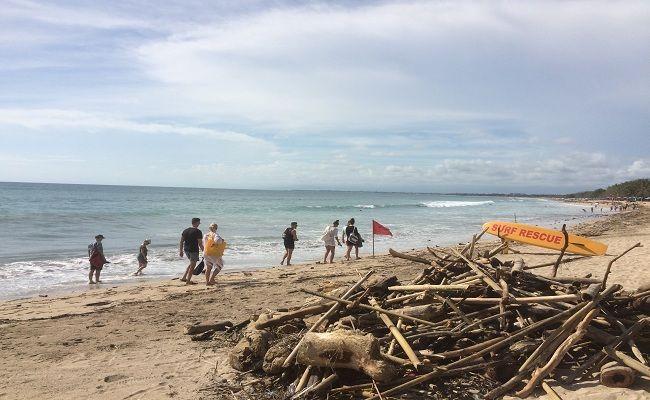 sampah kiriman, Pantai Kuta, Sampah Kayu, Satgas Pantai, DKP Badung, sampah plastik, Pemkab Badung, wisatawan Pantai Kuta,
