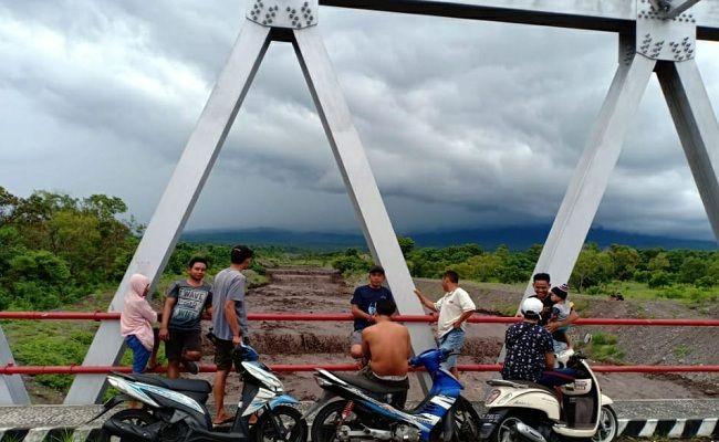 hujan lebat, banjir lahar dingin, jalur lumpuh, banjir Kubu, Banjir Karangasem, BPBD Karangasem,