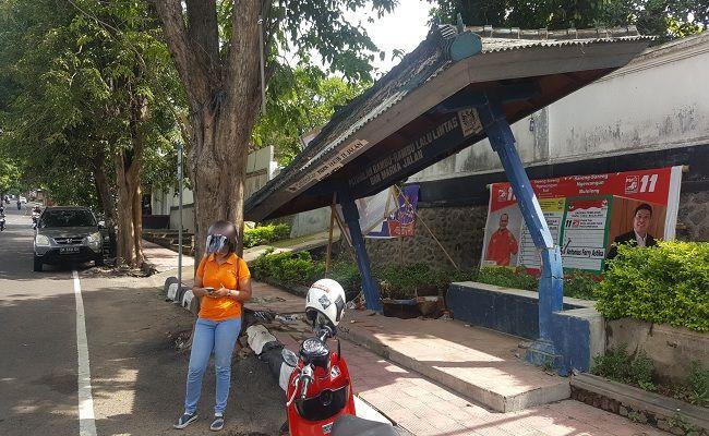 Halte ambruk, sampah menumpuk, Pasar Buleleng, Satpol PP Buleleng, Dishub Buleleng, Pemkab Buleleng,