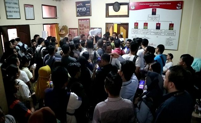 Pemilu 2019, form A5, KPU Denpasar, antrean panjang, warga kecewa, surat pindah memilih,