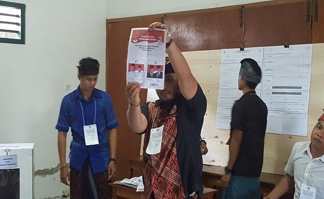 pemilu 2019, KPU Buleleng, Bawaslu Buleleng, pilpres 2019, Pileg 2019, pemungutan suara, logistik terlambat, surat suara tertukar,
