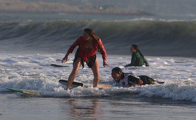 hari kartini, kartini go surfer, surfer mancanegara, pantai kuta