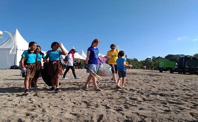mertasari beach clean, kumpulkan sampah, sampah pantai, pemkot denpasar