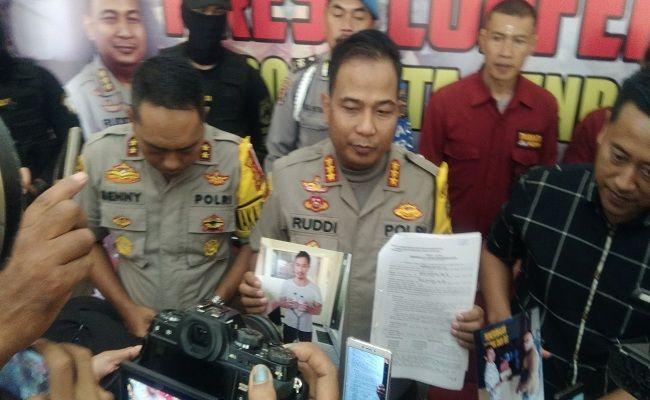 Ketut Ismaya ditangkap, Pentolan Ormas, Keris ditangkap, ditangkap bersama sopir, Polresta Denpasar, Kantor Pos Seroja, diintai seminggu,