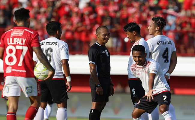 bali united, liga 1, bhayangkara fc, coach teco, wasit adil