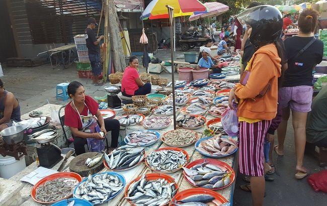 ganggu lalin, arus lalu lintas, pasar tumpah, pasar banyuasri, dishub badung
