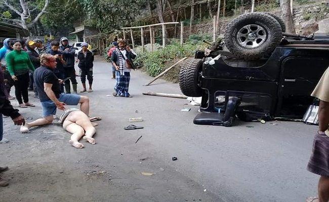 gagal menanjak, mobil hardtop, pasutri asing, mobil terjungkal, polres bangli